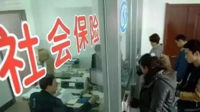 外地人在深圳交15年社保,和深圳人是同样待遇吗?内行人一语道破